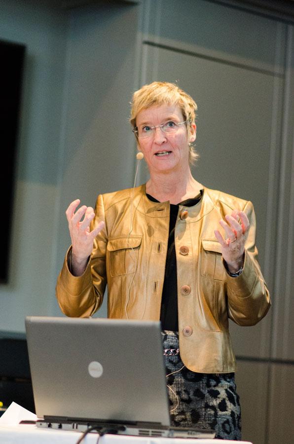 Leder av NIF, Hanne Thürmer, ledet årsmøtet på sin sedvanlige og gode måte.
