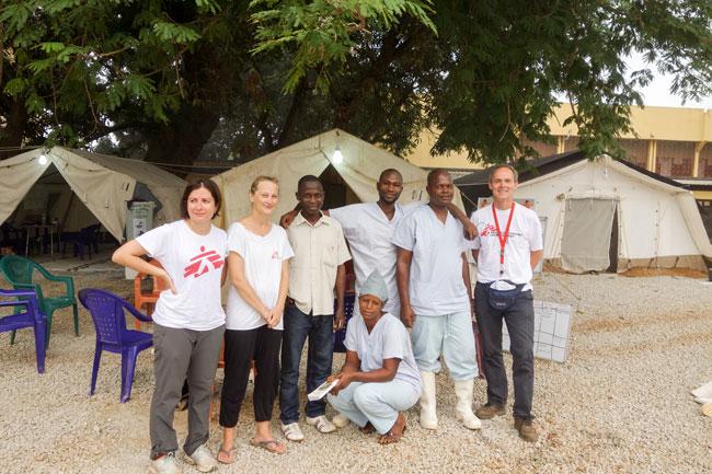 Del av ebolateamet i Conakry (forfatteren lengst til høyre).