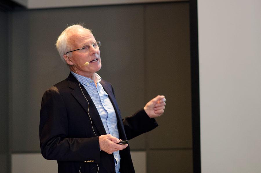 Njål Stray fortalte om gastroenterologien slik han hadde opplevd den fra hans start i 1975.